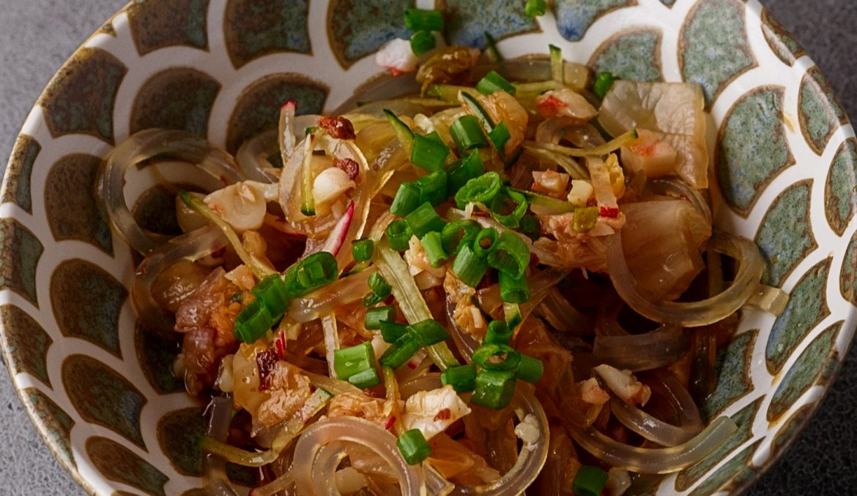 Хрустальная лапша с мясом креветки и капустой кимчи
