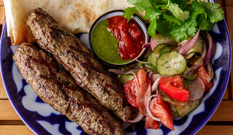 Люля кебаб из говядины с грузинскими специями и Песто из кинзы