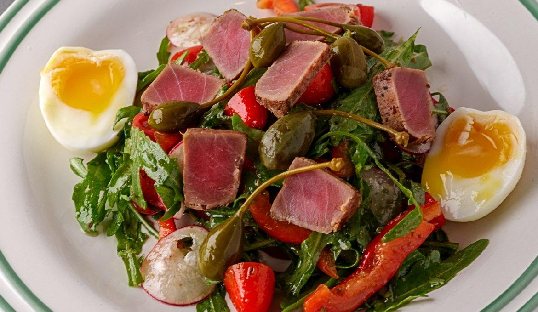 Салат из Ниццы с подкопченым тунцом