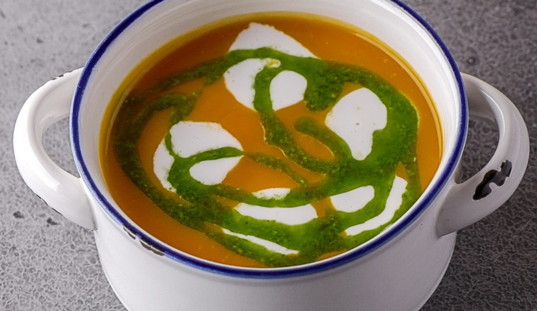 Тыквенный суп с кокосовыми сливками и Песто из рукколы