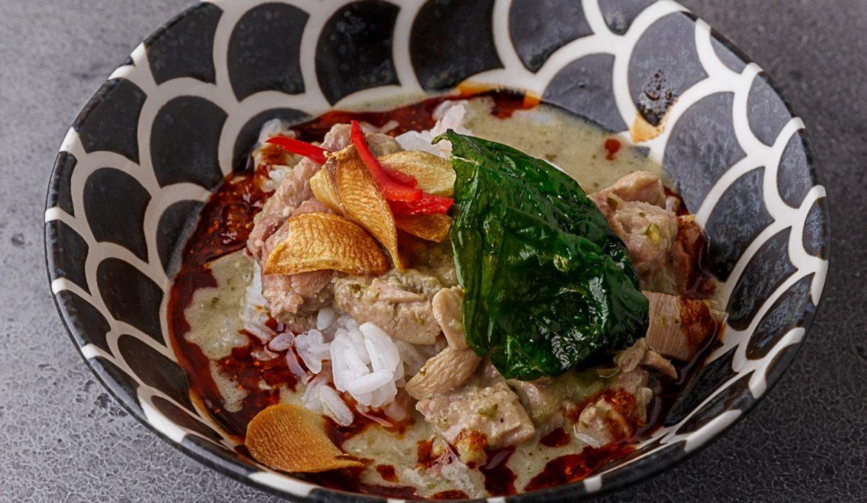 Грин карри с цыплёнком и жасминовым рисом