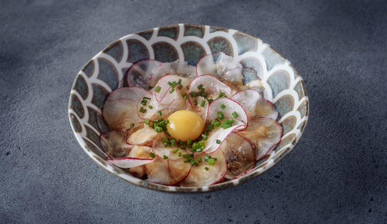 Лапша из кальмара в остром лимонно-чесночном соусе