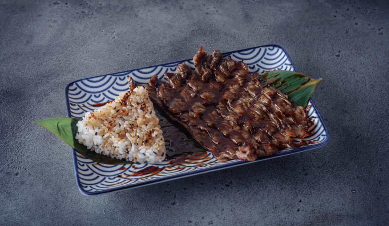 Говядина гриль с жареным рисом