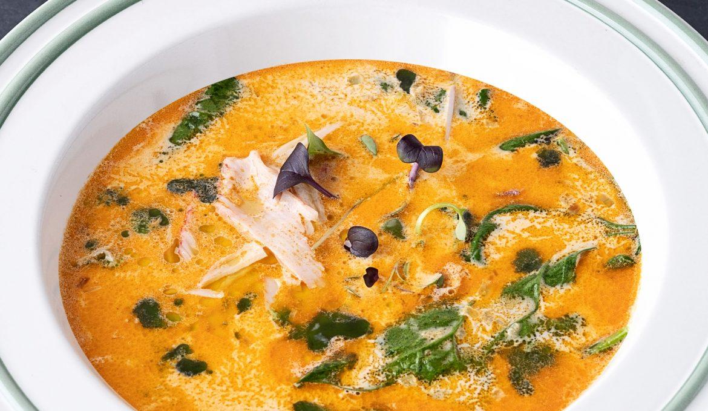 Сливочный суп со снежным крабом и шпинатом