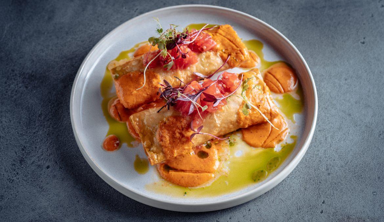 Сулугуни в лаваше с пряной сальсой из томатов гриль