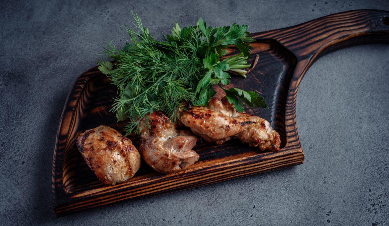 Шашлык из курицы,маринованной в апельсинах с кинзой и карри